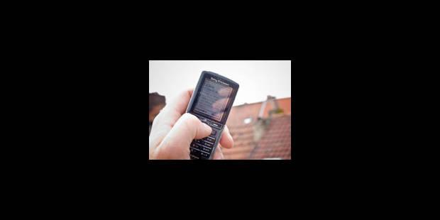 Carré blanc sur le téléphone portable - La Libre