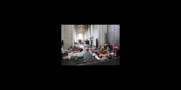 Danneels au secours des sans-papiers - La Libre