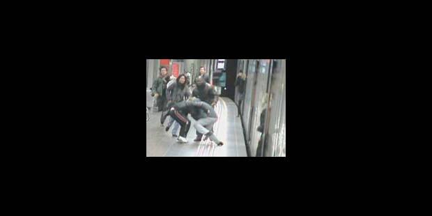 Le héros du métro poignardé à la station Ceria - La Libre