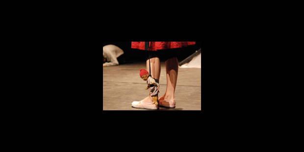 Hibou, genou, papouilles - La Libre
