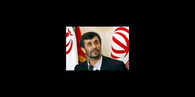 Ahmadinejad défie les occidentaux