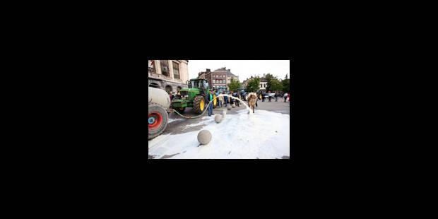 Lait: les agriculteurs présents en différents endroits dimanche - La Libre