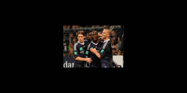 Anderlecht seul leader, le Standard se troue