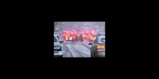 La neige perturbe le trafic, les trains P supprimés - La Libre
