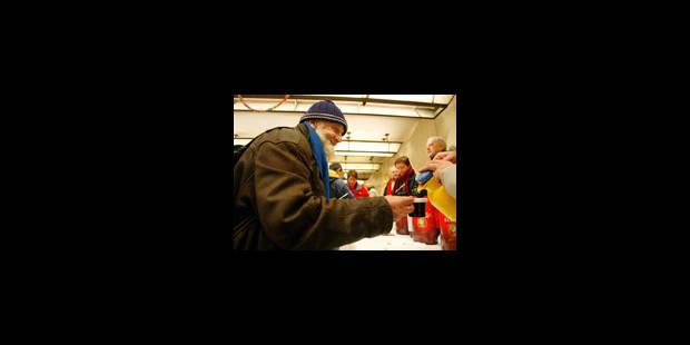 Sans-abris : les 311 lits de la Défense vides à défaut de transport - La Libre