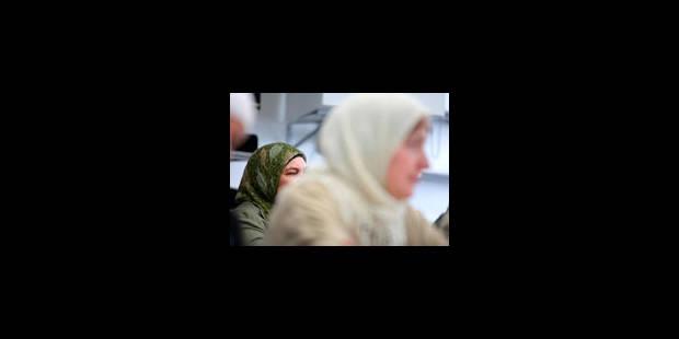 Prof voilée: Charleroi ne plie pas - La Libre