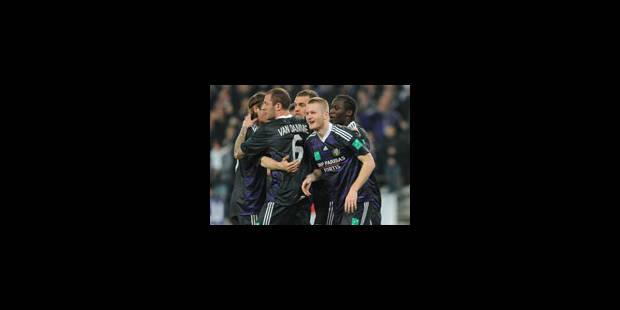 Anderlecht, victorieux, se rapproche du titre
