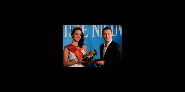 Jovanovic a reçu le Soulier d'Or des mains de Miss Belgique - La Libre