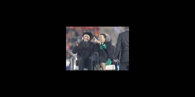 Nelson Mandela est venu saluer les fans avant la finale à Soccer City - La Libre