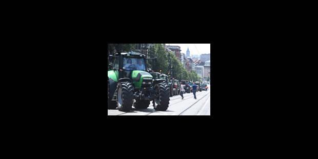 Prix du lait: les éleveurs en colère reçus aux sièges des laiteries - La Libre