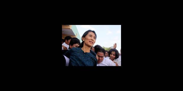 Aung San Suu Kyi est libre mais la junte est souveraine - La Libre