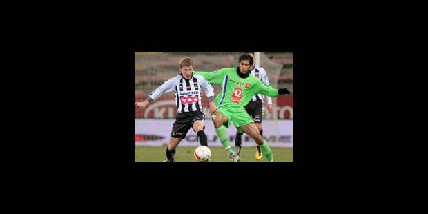 Charleroi l'emporte, Genk perd des plumes ! - La Libre