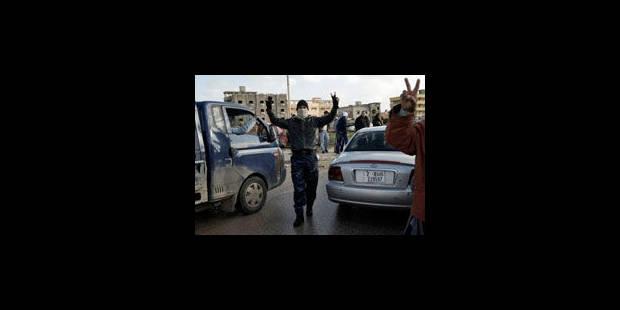 Kadhafi de plus en plus isolé - La Libre