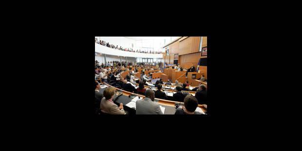 Parlement bruxellois: 1.832 euros pour une volée de bois - La Libre