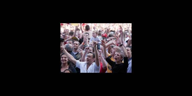 Quelque 5.000 personnes explosent de joie en plein centre de Mons - La Libre