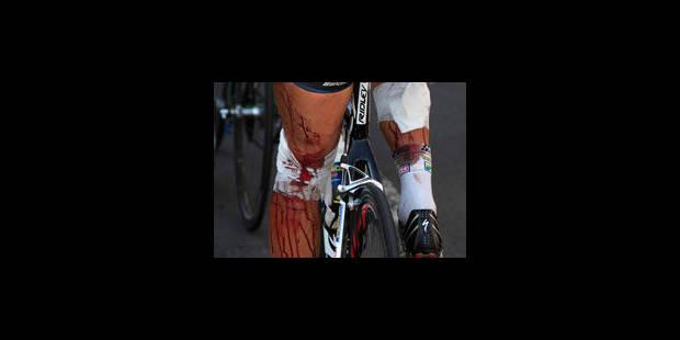 33 points de suture pour Hoogerland qui a fini, ensanglanté, l'étape avec Flecha - La Libre