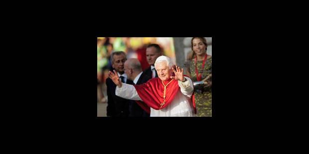 Benoît XVI: un pape sans charisme mais pourtant aimé des jeunes