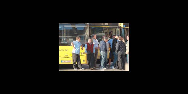 Agressions contre les bus TEC: une centaine de manifestants devant le palais de justice - La Libre