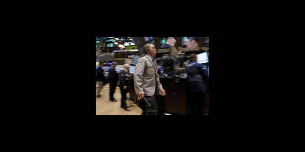 Les Bourses finissent en baisse, inquiètes de la dette et des taux - La Libre