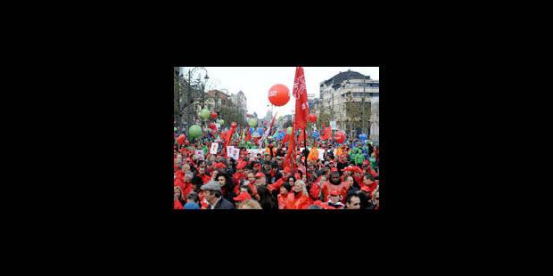 """Une marée syndicale """"arc-en-ciel"""" a submergé le centre de Bruxelles - La Libre"""