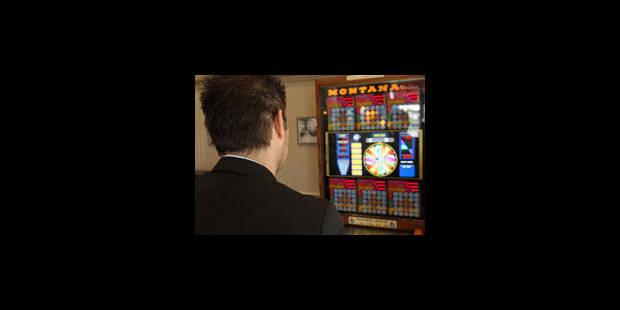Une trentaine de perquisitions dans le milieu des jeux de hasard - La Libre