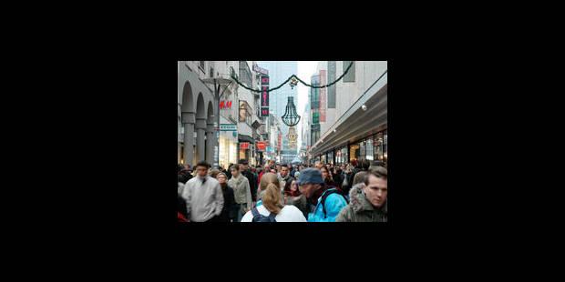 Toujours plus de monde rue Neuve et chaussée d'Ixelles - La Libre
