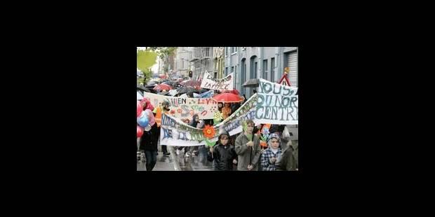 300 personnes marchent pour la paix à Molenbeek - La Libre