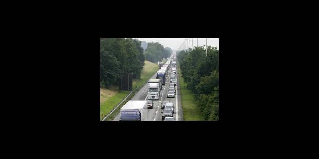 Camion en feu: embarras de circulation sur la E42 à Tournai - La Libre