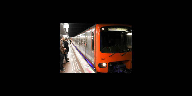 Le trafic des métros interrompu entre Erasme et Veeweyde - La Libre