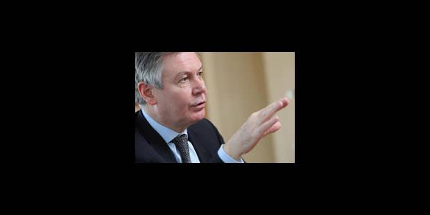 """L'Europe, le """"bouc-émissaire"""" de Di Rupo, selon de Gucht"""