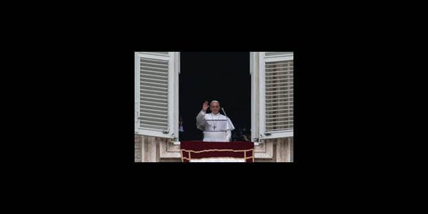 150.000 fidèles ovationnent le pape à son premier Angelus - La Libre