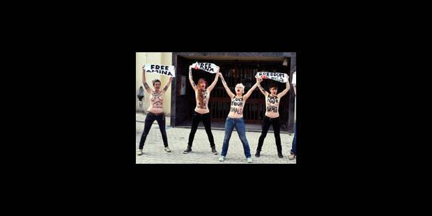 Cinq activistes des Femen manifestent devant la Grande Mosquée de Bruxelles