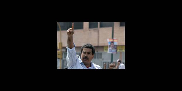 """Venezuela: Maduro a voté """"en mémoire"""" de Hugo Chavez - La Libre"""