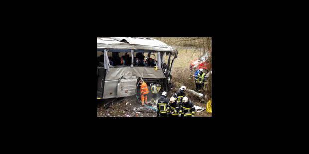 Accident de bus à Ranst: deux avions en route vers la Belgique pour le rapatriement - La Libre