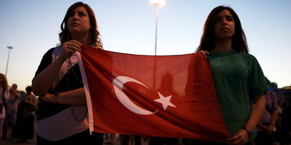 """""""Ne pliez pas!"""": l'hebdomadaire allemand Der Spiegel fait sa Une en turc"""