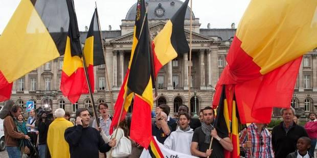 Abdication : deux drapeaux spéciaux pour le 21 juillet - La Libre