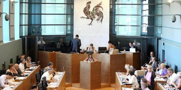 Le parlement wallon approuve dans la crispation le premier ajustement budgétaire - La Libre