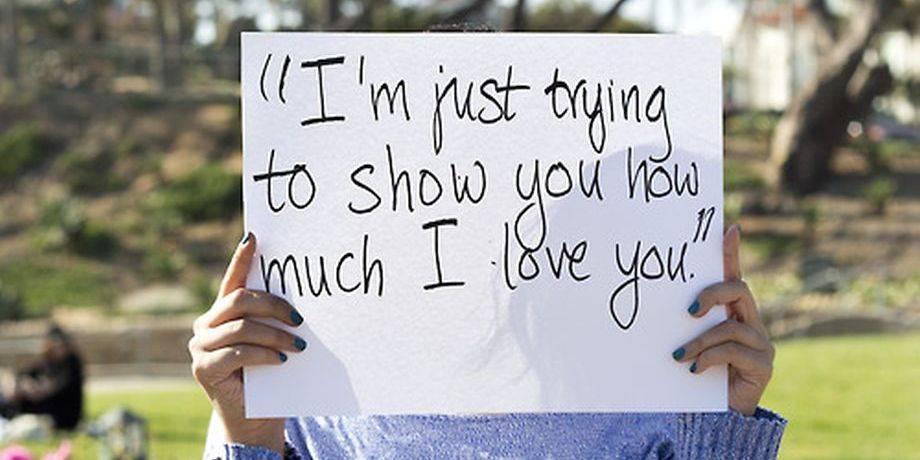 Des victimes de viol affichent les mots de leurs agresseurs