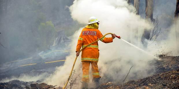 """Australie: le combat des pompiers pour empêcher """"un méga-incendie"""" - La Libre"""