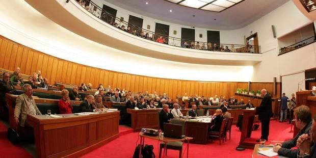 La majorité fédérale tente de gonfler les pensions des élus provinciaux - La Libre