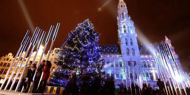 sapin noel bruxelles 2018 Retour du vrai sapin de Noël sur la Grand Place de Bruxelles   La  sapin noel bruxelles 2018