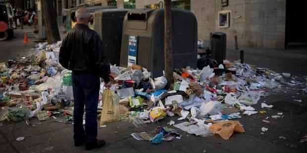 Après une semaine de grève, le centre de Madrid transformé en poubelle - La Libre