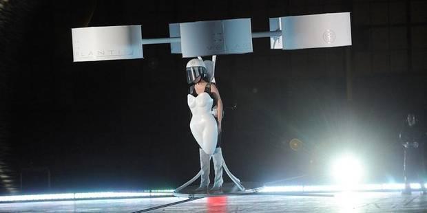 Lady Gaga lance son 3ème album dans une robe volante - La Libre