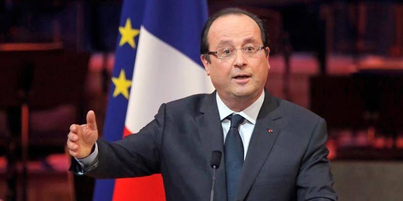 Hollande veut blaguer, ses propos choquent l'Algérie
