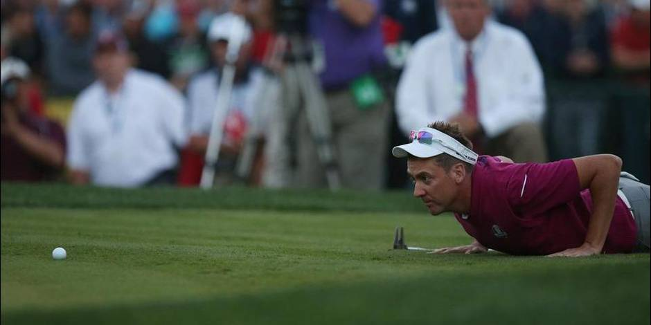 Golf - The 2012 Ryder Cup - The Medinah Country Club, Medinah, Illinois, United States of America - 29/9/12 Europe's Ian Poulter lines up a putt on the eigthteenth hole during the fourballs Mandatory Credit: Action Images / Paul Childs Livepic © PHOTO NEWS / PICTURE NOT INCLUDED IN THE CONTRACTS