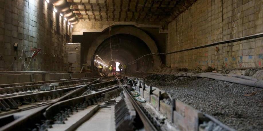> Le ministre Labille supervise les travaux du tunnel RER Square Plasky