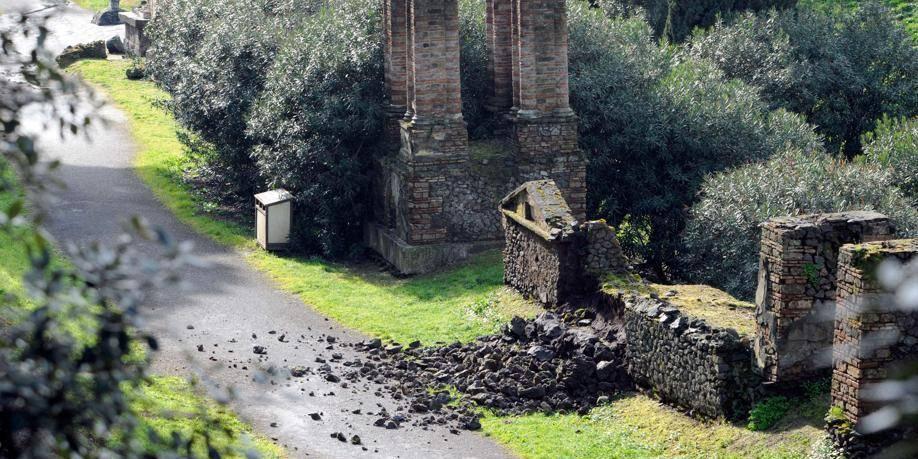 Pompéi: plusieurs pans de murs s'écroulent