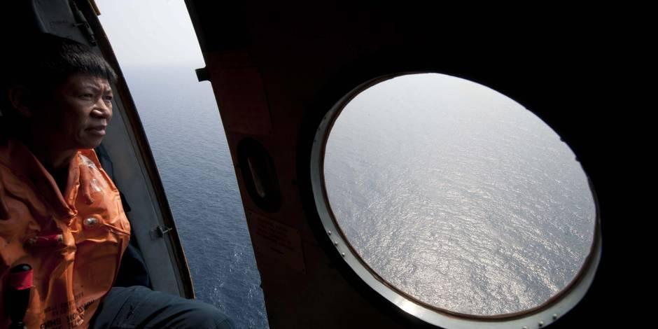Vol MH370: les recherches s'étendent à l'ouest, la Malaisie sous le feu des critiques