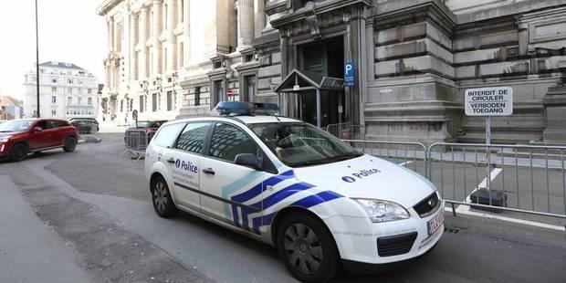 Bruxelles : alerte à la bombe levée place Poelaert - La Libre