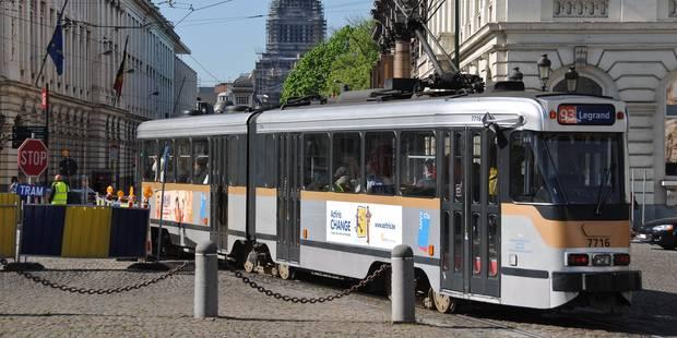 Un jeune homme poignardé dans un tram bruxellois - La Libre